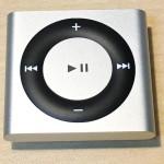 外出先でiPhoneだけで音楽を聴くことに不便を感じてきた人は、「iPod Shuffle」で生活がより楽しくなるかも