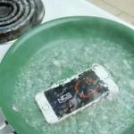 iPhoneSEを落としたり、熱湯で煮込む実験をする動画が公開される