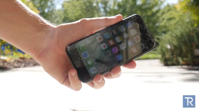 iphone7-drop_test-techrax3