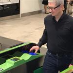 ティム・クックがJR山手線の改札をApple Payで通過!サービス開始も間近か